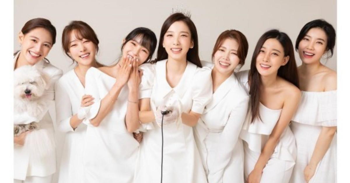 지숙 결혼 축하 위해 레인보우 총출동…우정 빛난 웨딩화보 ...