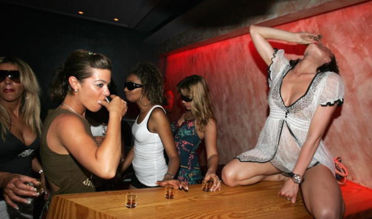 Телки вип клубах, Вечеринка в клубе - 61 видео. Смотреть вечеринка в клубе 15 фотография