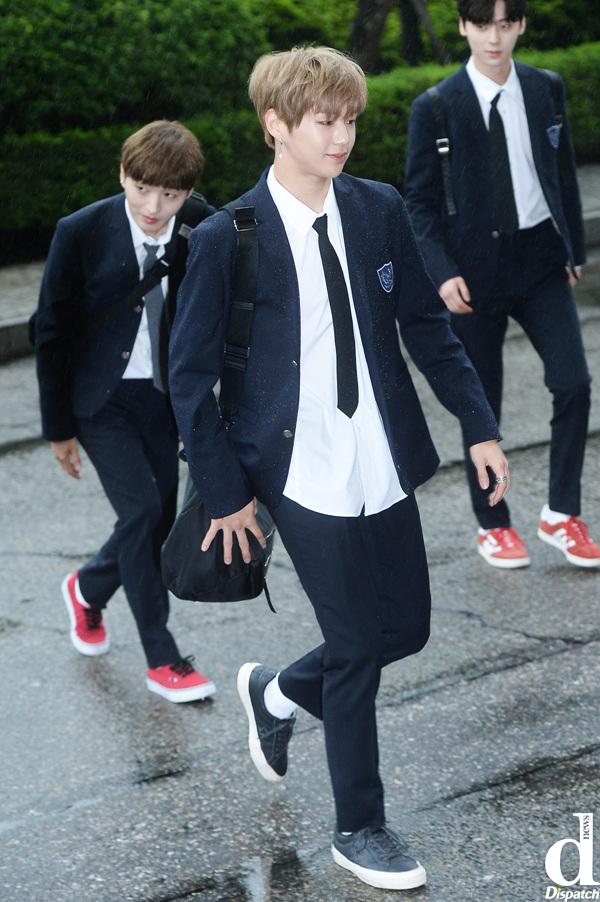 Can I hug you?'…Idol group members' Wide Shoulders   Korea Dispatch