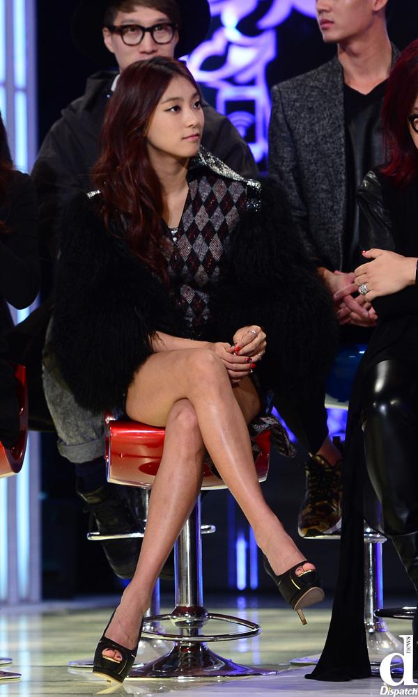 Like Sharon Stone Girl Group Members Hot Legs  Korea -3434