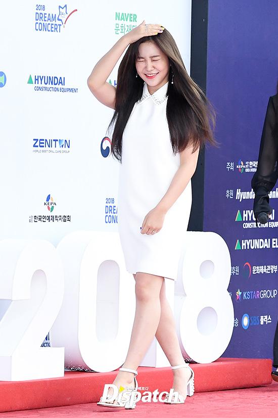 It S Raining Red Velvet Yeri Tried To Avoid The Rain Korea Dispatch